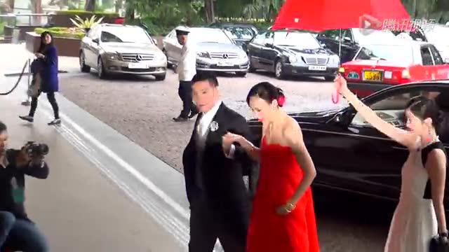 苏永康二婚新娘首亮相 穿红裙戴金镯甜蜜拥吻秀恩爱截图