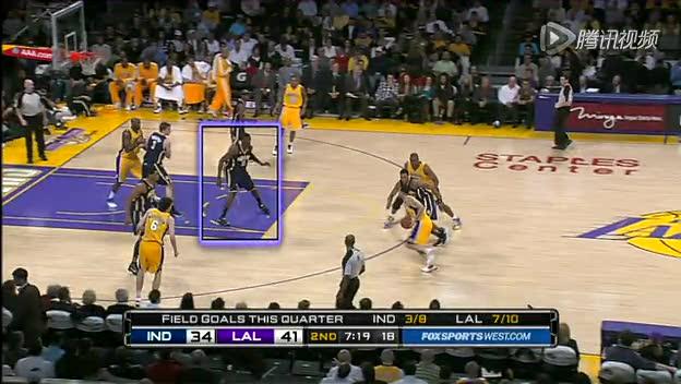 视频-低位防守犯规 防守者用膝盖撞击对手截图