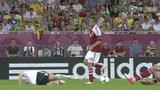 超清视频:本特纳踩踏 施魏因斯泰格痛苦倒地