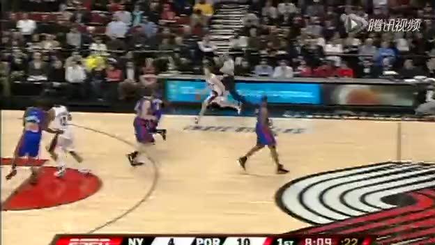 视频-低位防守犯规 防守者身体顶撞对手截图