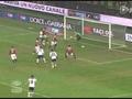 进球视频:博洛尼亚头球攻门 梅克斯伸脚乌龙