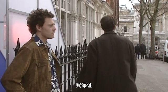 经典英剧《欢喜冤家》第一季首集截图