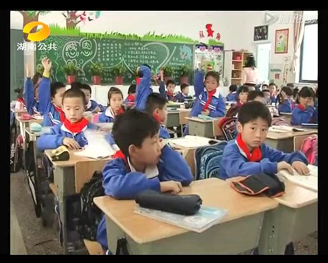 """长沙6岁儿童拥有""""家庭图书馆""""为阳坳小学捐书"""