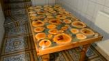 这样的实木桌子好喜欢,用木段拼起来的桌面