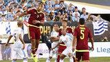 乌拉圭0-1委内瑞拉提前出局 悍将逆天吊门卡瓦尼屡失良机