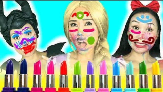 毒藤女和安娜被小娃娃用口红画了满脸花,都是来搞笑的吧