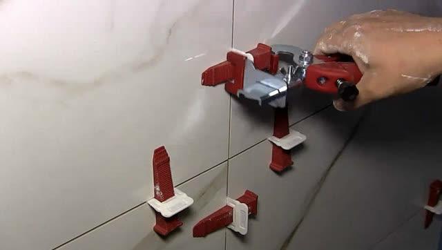 国外牛人发明贴瓷砖神器,效率提高5倍,成本不到10块钱