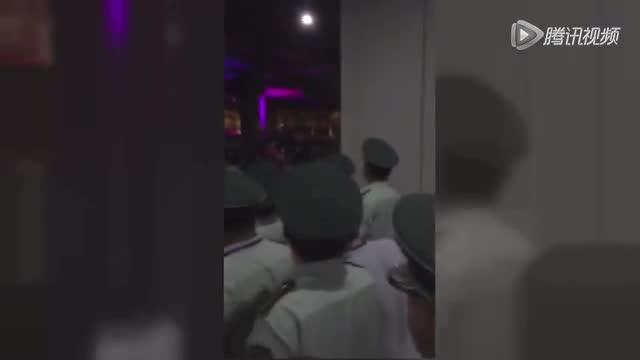 """【直击】球迷因""""抽脸""""骂郜林老婆 郜林扔鞋回击截图"""