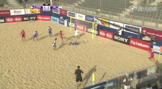 视频:沙足赛场现远程倒钩 伊朗球员致敬伊布