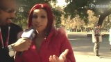 秘鲁当红宝贝街头秀身材 超S身材再演夹手机绝技