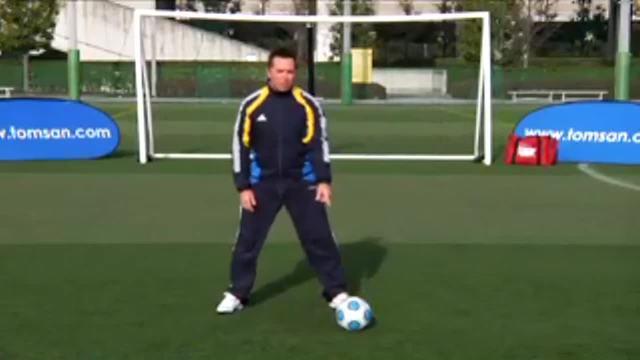 汤姆-拜尔足球训练之脚掌踩拉球脚弓出球练习