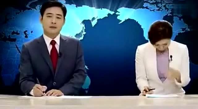韩国电视台女主持人直播中忍不住笑出来
