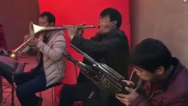 温伟伟演奏《梦中的兰花花》