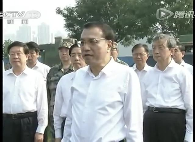 李克强向天津爆炸事故遇难英烈鞠躬 称英雄无编外截图