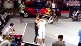 视频:白飞人乔丹统治扣篮赛 完美6扣惊全场