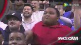黑人小胖和保安哥斗舞图片