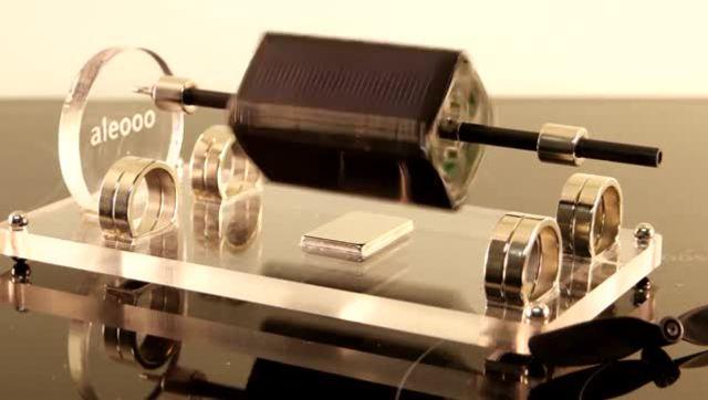 磁悬浮的太阳能电动机 有光就能转动