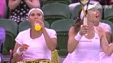 视频:辛吉斯携米尔扎演逆转 首夺温网女双冠军