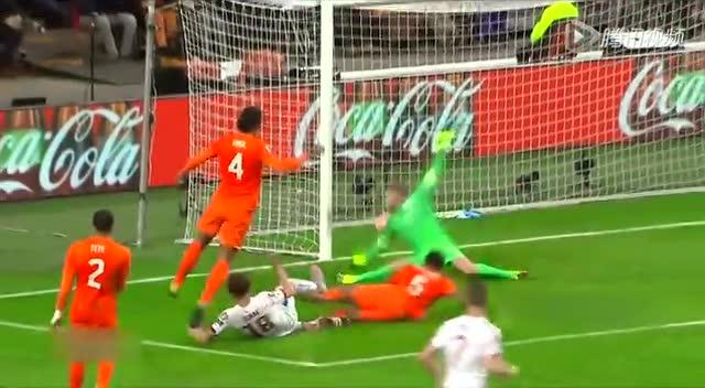【集锦】荷兰2-3负捷克出局 范佩西101战50球截图