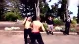这才是真正的格斗!肌肉猛男街头一拳KO对手