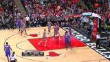 【得分】杰克逊横空出世 背对篮筐拉杆上篮得手
