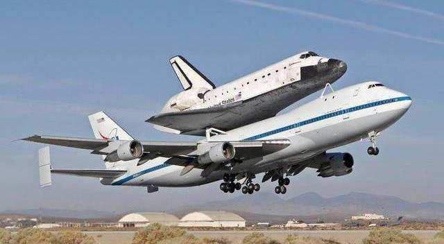告诉你航天飞机怎样放到运输机上?