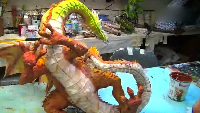 大神用报纸和纸浆做出一只恐龙的全过程