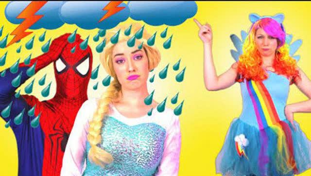 看机智蜘蛛侠如何拯救掉马桶里的艾莎