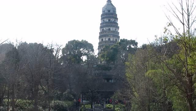 春节去看苏州虎丘塔,看到现场的人流涌动