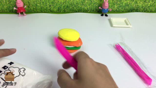 哆啦哥哥用彩泥粘土给小猪佩奇作汉堡点心