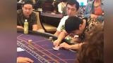 王思聪低调现身澳门赌场 面带迷之微笑