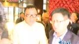 成龙现身政协驻地宾馆遭记者围追堵截
