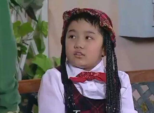 家有儿女,刘星把小雨化妆成女孩子去当间谍,这模样也太可爱了!