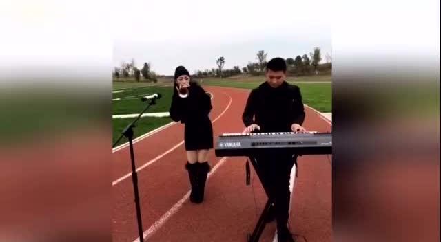 传说中的农村唢呐王,配上这电子琴简直一绝!图片