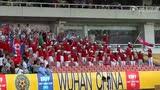 【前方直击】朝鲜女足夺冠庆祝 球迷激动一起摇摆