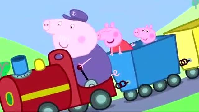 小猪佩奇和乔治在家里装扮成猪爸爸猪妈妈