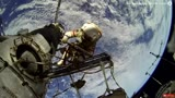 实拍宇航员太空行走 太美了!
