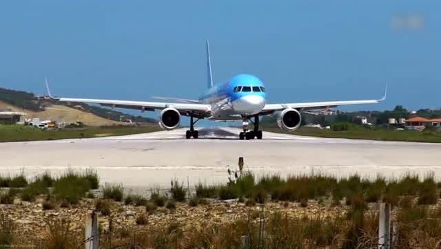 实拍飞机起飞时发动机的推力到底有猛?