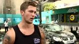 视频:跳水节目猛男出镜 变洗车仔基情四射