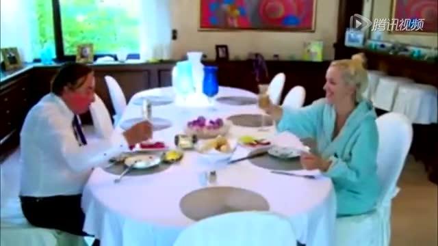 25岁嫩模嫁82岁富豪:钱一点也不重要截图