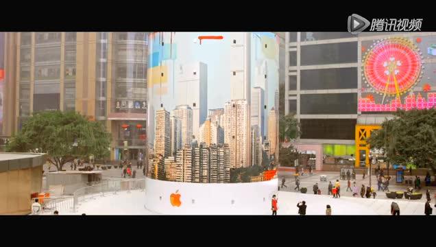 重庆解放碑苹果店开业 独特旋转玻璃设计