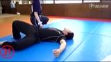 视频:空手道必杀技 少女回旋踢猛男过肩摔