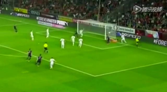 【射门】荷兰队精妙配合 范佩西挑传队友憾失良机截图
