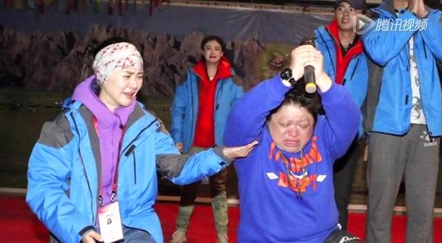 韩红含泪跪谢痛哭流涕 感谢众人助力慈善截图