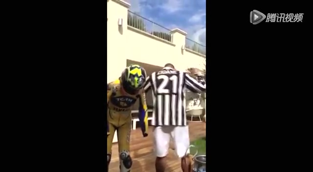 马特拉齐穿尤文点齐祖 用冠军杯挑战冰桶截图