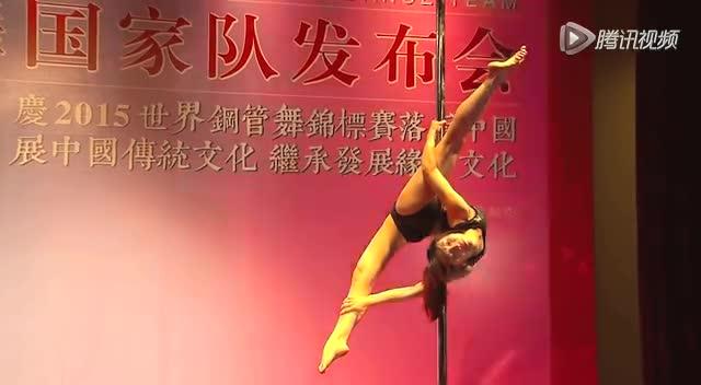 高清:钢管舞美女天团 完美一字马秀柔韧极限