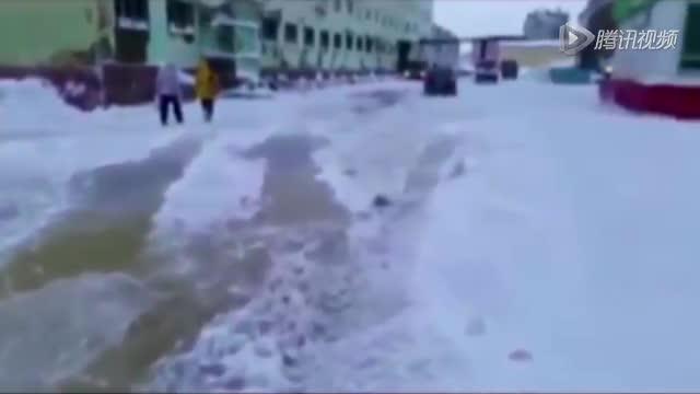 延伸:西伯利亚小镇突发水管爆裂 致城市被冰封截图