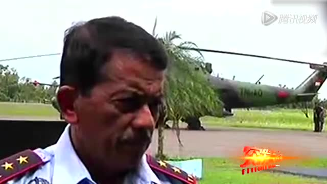 印尼搜救人员空降海面搜寻客机 海上浮尸画面曝光截图
