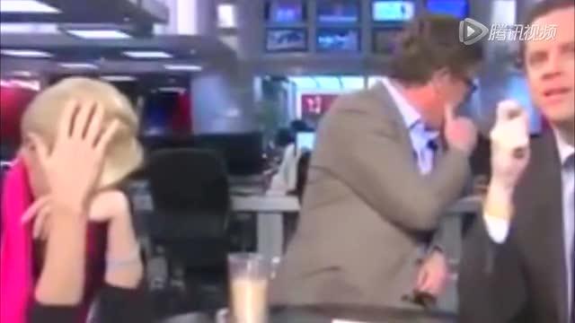 美主播因新闻画面中搞笑动物形象笑场离座截图
