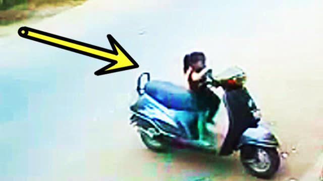 家长们注意!未熄火的摩托车
